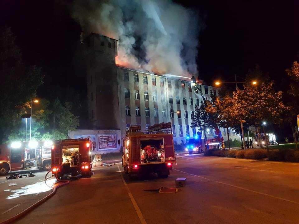 Gera: bei Brandeinsatz wird Standrohr der Feuerwehr geschlossen